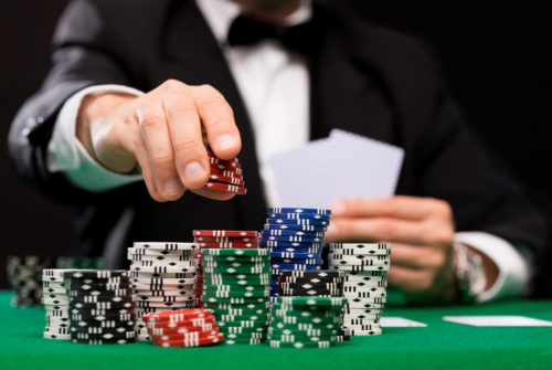 Why are online gambling games more popular than offline gambling games?