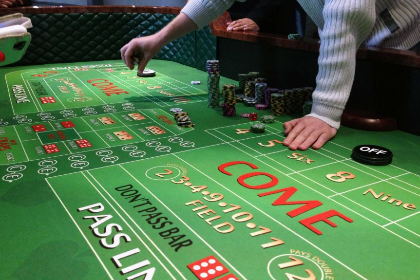 What are some things to know before gambling online?