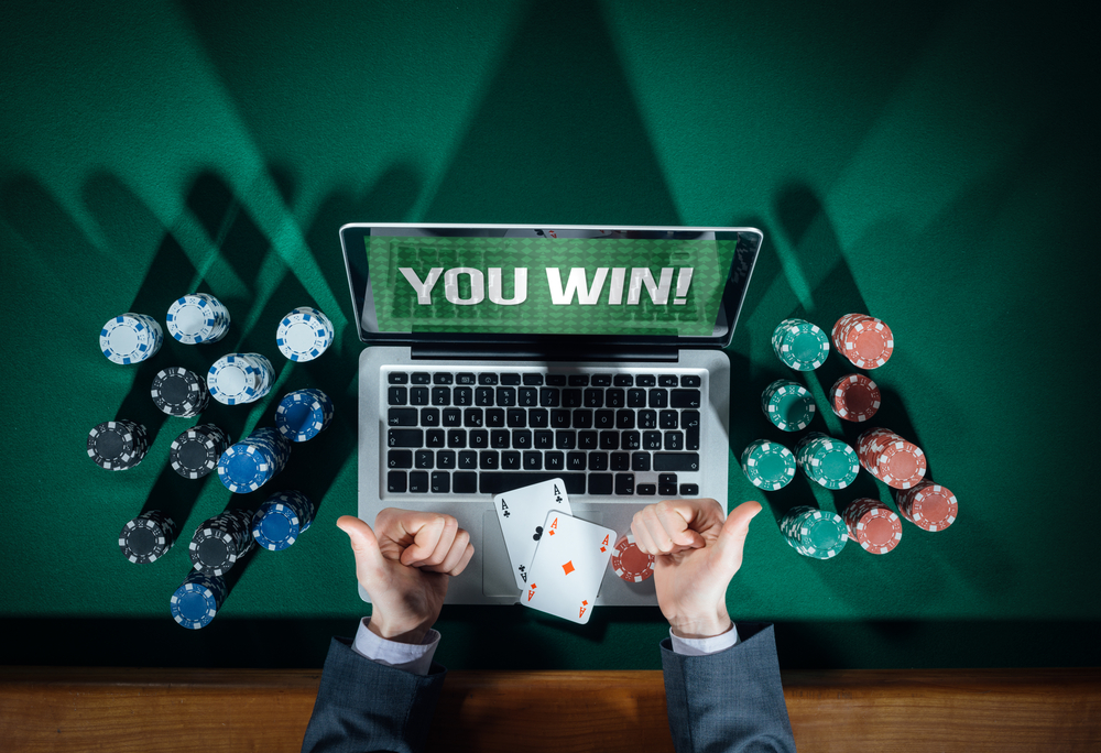 Play Poker Online And Make A Lot Of Money
