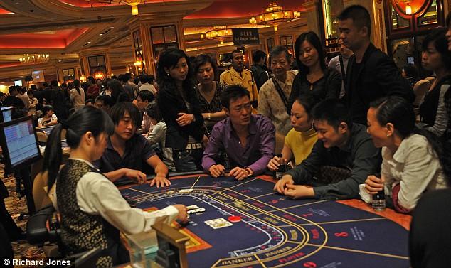 Play popular casinos online