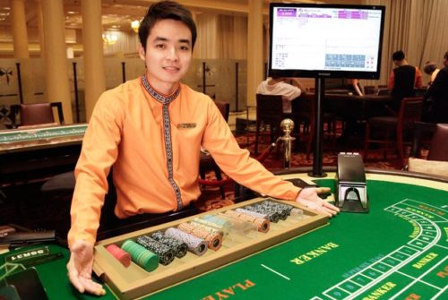 How can you play online casino games?